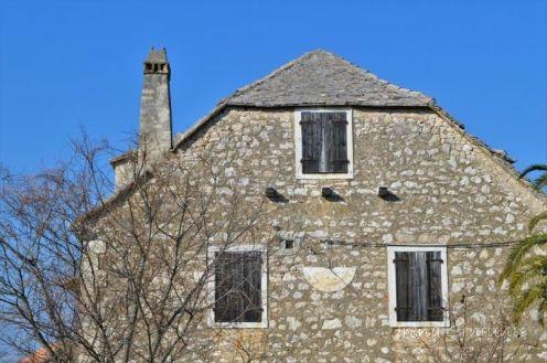 Mirca - house with the sun clock / kuća sa sunčanim satom