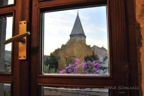 Škrip - the view at church from the Museum / pogled iz Muzeja otoka Brača
